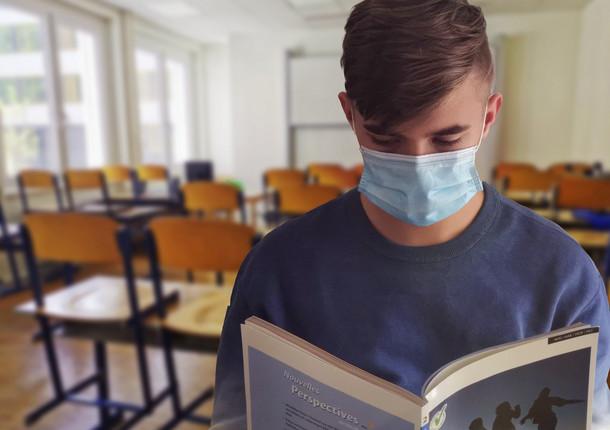 В Омске свыше 120 школьников заразились COVID-19