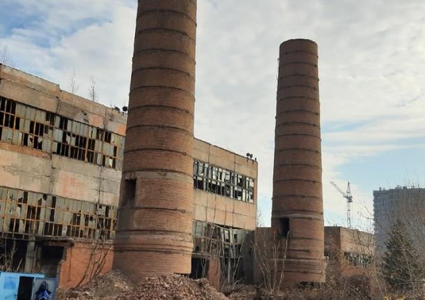 Трубу заброшенной котельной взорвали в Омске